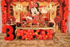 Esplêndida festa no tema Minnie! Credito: @lozovedesign #Festainfantil #FestaMinnieVermelho #MinnieVermelho #FestaMinnie #Minnie #Vermelho #FestaMenina Mickey Mouse Birthday Decorations, Minnie Mouse Theme Party, Minnie Birthday, Mickey Party, Balloon Decorations, Baby Shower Decorations, Fiesta Party Favors, Le Pilates, Super Party