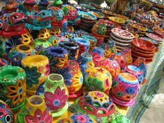 Mexican Pottery of the Talavera kind Mexican Colors, Mexican Style, Mexican Heritage, Talavera Pottery, Ceramic Pottery, Mexican Designs, Pottery Making, Mexican Folk Art, Rainbow Colors