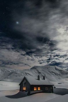 Architektur: Black House Schwarzes Haus / Schwarzes Haus + Winter Are You Safe Without A Ladder Lock Winter Cabin, Winter Love, Winter Snow, Winter Night, Snow Cabin, Cozy Cabin, Winter Christmas, Beautiful World, Beautiful Places
