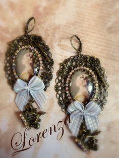 Boucles filigranes romantiques shabby beige et cabochons de verre : Boucles d'oreille par lorenza