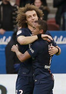 El defensa brasileño David Luiz volvió al once inicial del Paris SG en el partido que enfrenta este sábado en el Parque de los Príncipes al equipo ...