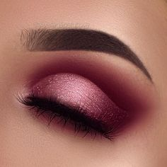 """Pink Smokey Glittery Ombre Cut Crease whats poppin ayyyeee Brows: @anastasiabeverlyhills dipbrow in ebony Eyeshadow: @hudabeauty rose gold palette """"Sandalwood"""", """"Maneater"""", """"Bossy"""", """"Rosegold"""", """"Moondust"""" Glitter by @_glittereyes_ Lashes: @sissyssecrets"""