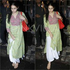 Sara Ali Khan gets clicked as she steps out in the city in rain! @pinkvilla . . #pinkvilla #saraalikhan #bollywood #bollywoodstar #fashion #style #glam #beautiful #gorgeous #mumbairain #lovely #celebdiaries #fashiondiaries