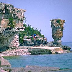 Bruce Peninsula National Park & Flower Pot Island. Beautiful!!! Beautiful Places To Visit, Places To See, Places Ive Been, Bruce Peninsula, Flowerpot Island, Ontario Travel, Lake Huron, Go Hiking, Great Lakes