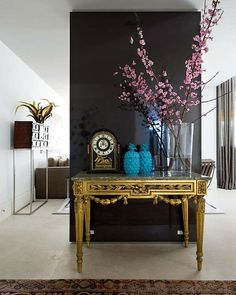 A painted gloss lacquered wall captures the eye in the hall. Over the french Louis XVI console, acquired in Paris Flea Market, a couple of Bakelite blue cones and clock of XVII C. Below, an old carpet from Samarkand. To the left, on the XVIII C. cabinet, a bakelite sculpture.