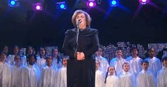 Susan Boyle Leaves The Crowd Breathless During Her Performance of 'O Holy Night'