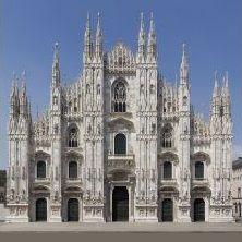 Duomo di Milano - Il Duomo di Milano, monumento simbolo della città, è dedicato a Santa Maria Nascente. È forse l'opera più importante dell'architettura gotica in Italia e una tra le più celebri e complesse del mondo.  La Cattedrale si apre a tutti coloro che desideran...