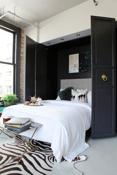 9 stylish murphy beds for small spaces. Whether for your studio, small bedroom, guest room or living room, these stylish murphy bed ideas make the most of this small-space essential. For more home furniture ideas go to Domino. Beds For Small Spaces, Small Apartments, Small Condo, Sofa Loft, Bed Sofa, Cama Murphy Ikea, Home Bedroom, Bedroom Decor, Master Bedroom