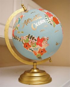 Love travelling? Use a globe as your guestbook. Find this at PrettyLittleDooDads via Etsy. #guestbooks #globe #mapdecor