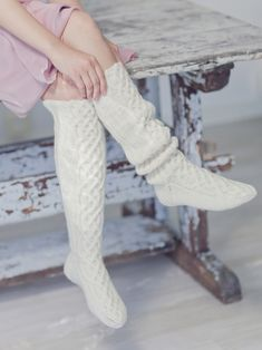 The knee socks worked in Novita 7 Veljestä Brothers) yarn are embellished with a beautiful cable stitch pattern. Pretty socks offer a small challenge compared to knitting basic socks. Cable Knitting Patterns, Christmas Knitting Patterns, Lace Knitting, Knitting Socks, Knit Patterns, Knit Crochet, Cable Knit Socks, Wool Socks, Thigh High Socks