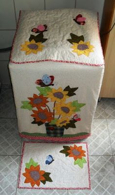 Aprende cómo hacer lindas fundas para tu lavadora ~ Mimundomanual Sewing Crafts, Sewing Projects, Washing Machine Cover, Appliance Covers, Recycled Home Decor, Diy Cushion, Sewing Table, Felt Fabric, Hand Embroidery