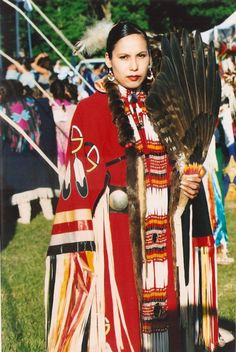 Native American Indian Dancers in Traditional Regalia at a . Native American Regalia, Native American Dress, Native American Beauty, Native American Photos, Native American History, American Clothing, Powwow Regalia, American Traditional, Native Indian