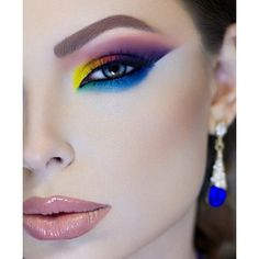 Colorful makeup look #makeup by @mrsrozhdestvenskayab