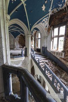 Résultats Google Recherche d'images correspondant à http://www.boreally.org/photo/friche/chateau-noisy/escalier-voute-bleue-chateau-abandonne-noisy-miranda.jpg