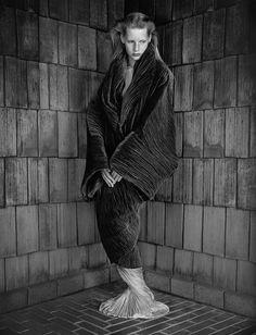 Fotograaf: Albert Watson / Kirsten Owen, Romeo Gigli Dress, Los Angeles, 1989