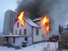 Ungewöhnliche schnelle Brandausbreitung in Einfamilienhaus http://www.feuerwehrleben.de/ungewoehnliche-schnelle-brandausbreitung-in-einfamilienhaus/ #feuerwehr #firefighter