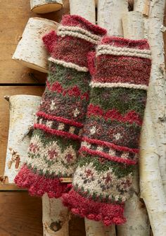 Juniper Berry Handwarmers – Our cozy and colorful handwarmers are the perfect antidote to chilly mornings Knit Mittens, Knitted Gloves, Fingerless Gloves, Knitting Charts, Knitting Patterns, Crochet Patterns, Harry Potter Knit, Red Gloves, Wrist Warmers