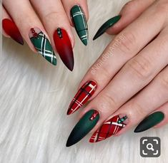 Looking for the Best Christmas Nail Art of the year? We have 25 of the Best Christmas Nail Art of Cute Christmas Nails, Christmas Nail Art Designs, Holiday Nail Art, Christmas Time, Plaid Christmas, Hair And Nails, My Nails, Nail Art Noel, Nail Art Halloween