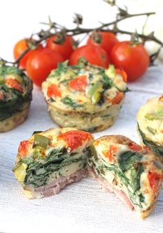 Egg Muffins with layers of spinach and bacon. The ultimate in easy and tasty brunch recipes #paleo #lowcarb