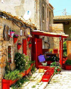 Visit Sicily (@VisitSicilyOP) Sempre piu' colorata, sempre piu' #Marzamemi ph Bianca ferrario #summerinsicily #yummysicily