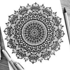 40 illustrated mandala drawing ideas and inspiration. Learn how you can draw mandalas step by step. This tutorial is perfect for all art enthusiasts. Mandala Doodle, Mandala Art Lesson, Doodle Art, Zen Doodle, Mandala Print, Mandalas Painting, Mandala Artwork, Mandalas Drawing, Zentangles