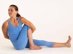 Lo sapevi che anche lo lo yoga fa dimagrire? Fare Yoga e mangiare sano è un ottimo modo per perdere peso e per tornare in forma.Ecco le 5 posizioni