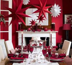 Red and White Christmas Table Setting Ideas Here. Love a theme for Christmas then you will just love all these gorgeous and classy table setting we have for you. Elegant Christmas, Noel Christmas, White Christmas, Christmas Crafts, Christmas Ideas, Christmas Mantles, Christmas Lunch, Christmas Room, Christmas Flowers