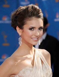# NinaDobrev A step up from the classic bun is a sleek chignon look as shown by actress Nina Dobrev. The hairstyle is great for a bride who wants to keep her hair perfectly in place. Cabelo Nina Dobrev, Nina Dobrev Hair, Best Wedding Hairstyles, Up Hairstyles, Pretty Hairstyles, Wedding Hair Inspiration, Mid Length Hair, Natural Lips, Wedding Beauty