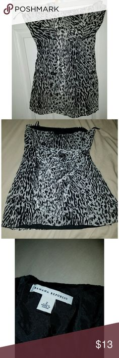 Banana Republic strapless shirt Very pretty strapless shirt Banana Republic Tops Crop Tops