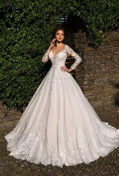 clothes i love Stunning Wedding Dresses, Dream Wedding Dresses, Bridal Dresses, Wedding Gowns, Long Sleeve Wedding, Wedding Dress Sleeves, Lace Dress, Pretty Dresses, Beautiful Dresses