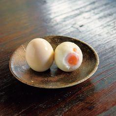 卵料理ってじつに奥が深く、さまざまな調理法がありますよね。そんななか、今回ご紹介したいのは「焼き卵」なる卵料理。テレビで紹介されて注目を浴びるようになったのですが、なんと、ゆで卵よりもおいしいと話題なんです!作り方もあわせてご紹介します。 (2ページ目)