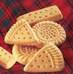 3 Ingredient Copycat Walkers Shortbread Recipe c butter Walkers Cookies, Walkers Shortbread Cookies, Scottish Shortbread Cookies, Buttery Shortbread Cookies, Shortbread Recipes, Cookie Recipes, Dessert Recipes, Desserts, Lemon Cream Cheese Bars