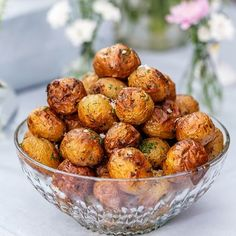 A delicious good accessory to serve on a buffet. The potatoes get a taste of garlic, dill and cereal and take care of themselves in the oven. Related posts:Barbecues - How to Make the Right ChoiceGrilled zucchini tomato mozzarella low carbone I Love Food, Good Food, Yummy Food, Veggie Recipes, Vegetarian Recipes, Healthy Recipes, Scandinavian Food, Greens Recipe, Food Inspiration