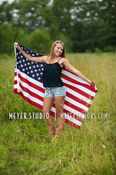 American flag ideas america American Flag Senior Session Ideas for girls Cute Senior Pictures, Country Senior Pictures, Senior Photos Girls, Senior Girl Poses, Senior Picture Outfits, Senior Boys, Girl Photos, Senior Session, Senior 2017