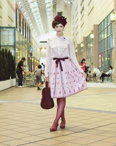 Rainy season update: it is raining every day, and taking pictures is a bit hard! So, here have a badly lit indoor picture. Skirt: #innocentworld  Blouse: #boutique1861  Hat: #vintage  Bag: #janemarple  Tights: #hue Shoes: #naturalizer Earrings: #dracolite  Cat and flowers brooch: #handmade (bought at #designfesta , but lost the artist's card) #fashion #jfashion #casuallolita #softlolita #ootd #streetstyle #naha #vintagestyle #ファッション #那覇市 #イノセントワールド