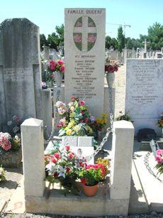 Jacques Martin, cimetière de la Guillotière de Lyon Cemetery Monuments, Cemetery Art, Grave Markers, Jacques, Lyon, Famous People, Street Art, Celebrities, Famous Graves