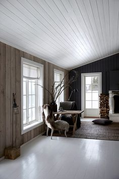 Norwegian cabin with wood and concrete elements. Love these large windows Nordic Interior Design, Country Interior, Scandinavian Cabin, Norwegian House, Cabin Chic, Summer Cabins, Cabin Kitchens, Cottage Interiors, Cabin Homes