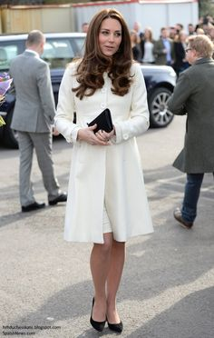 duchesskate:  The Duchess of Cambridge visited the set of Downton Abbey, Ealing Studios, March 12, 2015; the Duchess wore a new cream maternity coat by JoJo Maman bebe with cream dress underneath and accessorized with her Stuart Weitzman Power Pumps in black, Mulberry Baywater clutch and Annoushka pearl earrings.