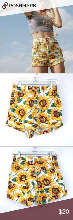 "🌻 American Apparel high waist shorts 26 🌻 AA shorts. Sz 26. Waist flat across 13"" rise 11"" inseam 2"" American Apparel Shorts Jean Shorts"