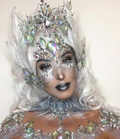 15 Scary but Beautiful Crystal Skull Halloween Makeup Gem Makeup, Alien Makeup, Glitter Makeup, Halloween Skull, Halloween Make Up, Scary Halloween, Halloween Costumes, Ice Queen Makeup, Snow Queen Costume