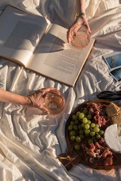 A Picture Perfect Picnic Cream Aesthetic, Classy Aesthetic, Nature Aesthetic, Brown Aesthetic, Summer Aesthetic, Aesthetic Food, Aesthetic Photo, Aesthetic Pictures, Aesthetic Coffee