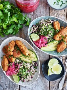 Disk opp med en deilig, litt annerledes fiskemiddag! Perfekt til tacokvelden om du vil ha noe annet enn tacos men likevel vil ha noe tex-mex mat. Tex Mex, Healthy Recipes, Healthy Food, Cobb Salad, Nom Nom, Tacos, Food And Drink, Meat, Chicken