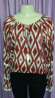 Blusa leve e de manga comprida estampada