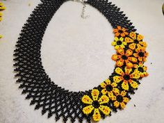 Diy Jewelry, Beaded Jewelry, Jewelery, Crochet Flower Tutorial, Crochet Flowers, Beading Projects, Beading Tutorials, Knot Cushion, Beaded Necklace Patterns