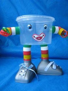 VAMOS RECICLAR! Encontrei na internet vários modelinhos de brinquedos que podemos fazer para nossas crianças e até quem sabe elas mesmas con...