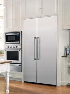 Traditional Thermador Professional kitchen featuring Freedom Refrigeraton and combo microwave, built-in oven and warming drawer: