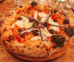 Je ne valide pas les pizzas de Tripletta : la pâte est bien grillée soit mais trop levée si bien que c'est assez lourd à finir les anchois étaient bons mais globalement la garniture ne tient pas. Je ne suis pas fan de ces nouvelles pizzas du boulevard (Tripletta ou Popine) alors que j'étais super ouvert à l'idée. D'une manière générale il va falloir faire un écrémage des pizzas à Paris. Comme pour les burgers il y en a eu beaucoup trop la presse et la blogosphère ont suivi les yeux fermés la…
