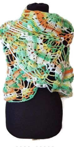 #crochetneckwarmer #crochetshawl #laceshawl #greenshawl #neckwarmer #womengift #springfashion #giftforher #trendingshawl #crochetfashion
