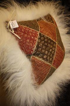 Diy Pillows, Throw Pillows, Sheepskin Throw, Pillow Room, Spinning, Fabric Design, Felting, Creative, Illustration