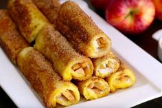 This way you can make the best apple pie rolls in a few minutes! Amish Recipes, Sweet Recipes, Baking Recipes, Dutch Recipes, Healthy Dessert Recipes, Delicious Desserts, Yummy Food, Best Apple Pie, Beignets
